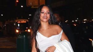 Rihanna Sonunda Sütyeni Çıkarıp Attı!