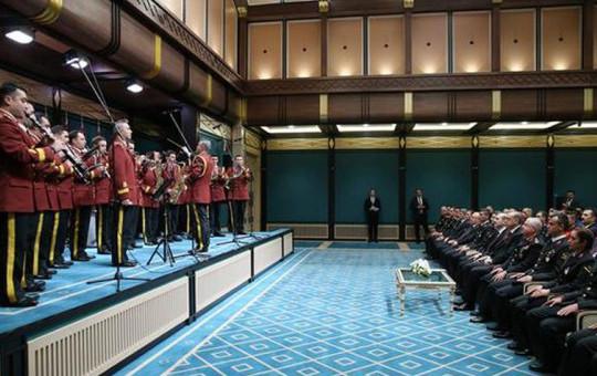 Jandarma Cumhurbaşkanı Erdoğan'ı Diriliş Müziğiyle Karşıladı