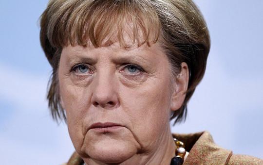 Merkel Seçim Kampanyalarına Yuhalanarak Devam Ediyor!