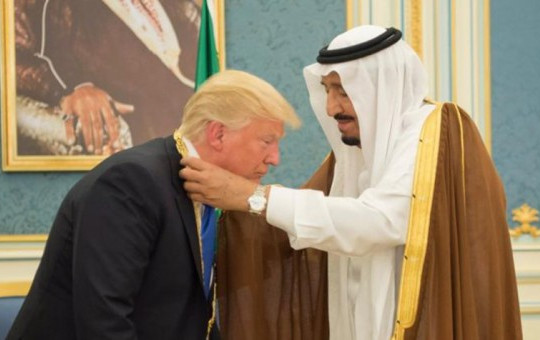 Suudi Kral Trump'ı Hediyelere Boğmuş!