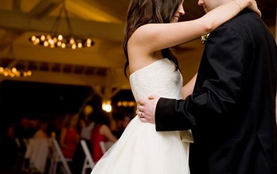 Görenleri Şaşkına Çeviren Düğün Dansı!