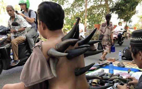 Endonezya'nın Geleneksel Tedavi Yöntemi Görenleri Hayrete Düşürdü!
