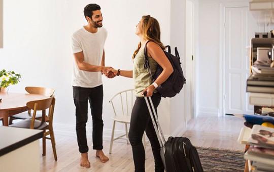 Evini Airbnb'de Kiraya Verdi, Dönünce Şok Oldu!