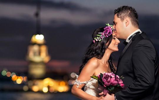 Düğünde Eşini Öpmek İsteyince Olanlar Oldu!