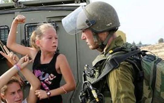 Filistin'in Sembolü Küçük Kız İsrail Askerlerine Bakın Nasıl Posta Koymuştu...