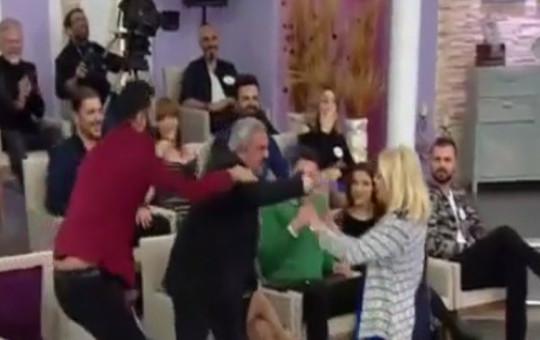 ESRA EROL'DA AHMET, AYÇA'YA SALDIRDI!