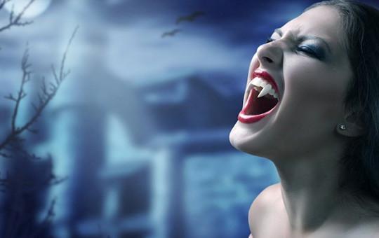 Vampir Dişli Kadın Görenleri Dehşete Düşürdü!