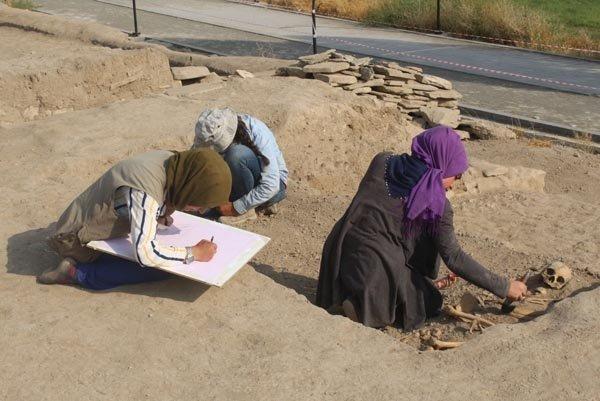 Van'da Urartu'nun Son Kadınlarına Ait Mezar Bulundu - 1