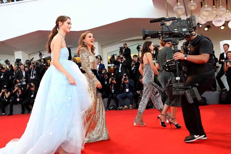 Venedik Film Festivali'nde Elbise Kazası! - 1