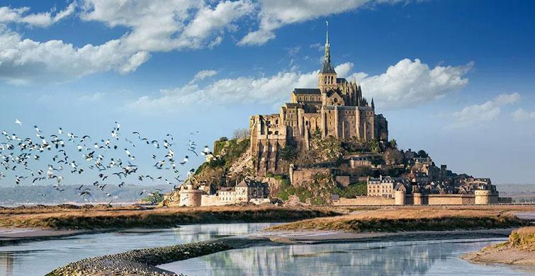Sadece 30 Kişinin Yaşadığı Mont Saint-Michel Adası