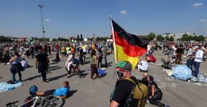 Almanya'da Coronavirüs Kaynaklı Can Kayıpları Hızla Azalıyor