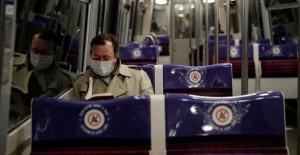 Paris Metrosunda Dikkat Çeken Coronavirüs Önlemleri