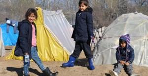 Sığınmacılar Yunanistan'ın Kapılarını Çalıyor