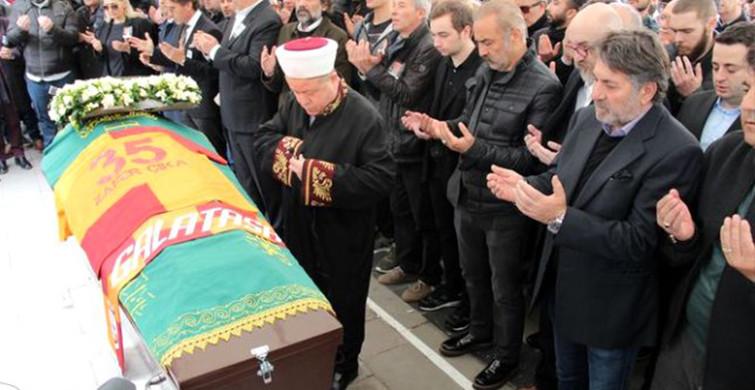 Demet Akbağ'ın Eşi Zafer Çika'nın Cenazesinde Vatandaşlar Ünlüleri Görmek İçin Korkuluklara Tırmandı