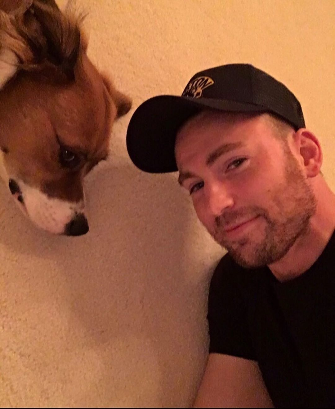 Chris Evans Yanlışlıkla Cinsel Organının Fotoğrafını Yayınladı - 2