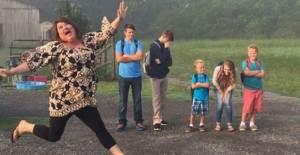 Çocuklarını Okula Göndermek İçin Fazla Hevesli 10 Anne - Baba - 1