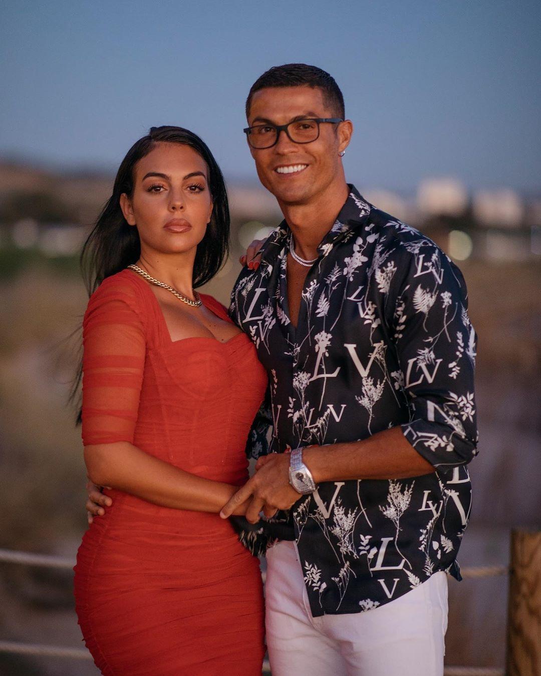 Cristiano Ronaldo Sevgilisine 6 Milyon TL Değerinde Yüzük Aldı - 2