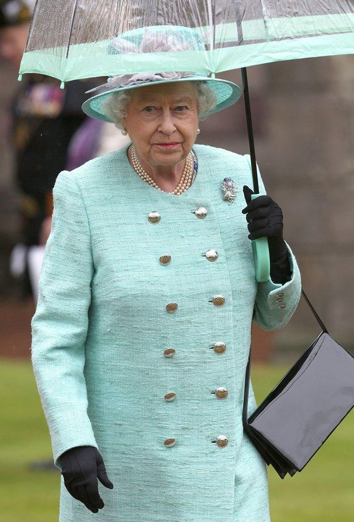 Kraliçe Elizabeth'in Renk Konusunda Takıntılı Olduğunu Kanıtlayan 15 Fotoğraf - 1