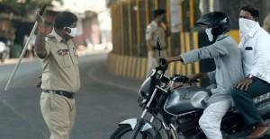 Hindistan'da Yasağı İhlal Edenlere Polisin Sert Müdahalesi - 1