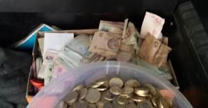 Kötü Kokudan Şikayet Ettiler Evden 169 Bin Lira Çıktı - 1