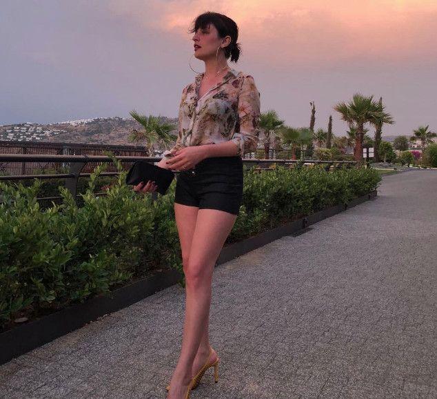 Gonca Vuslateri Yatak Pozuyla Sosyal Medyayı Salladı - 1