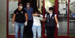 Gözaltına Alınan Kadının İç Çamaşırından Çıkanlar Şok Etti - 1