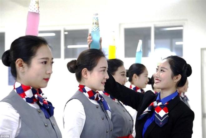 Çin'de Hostes Adaylarına Çin İşkencesi - 1