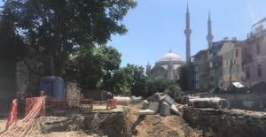 İstanbul'da İSKİ Kazısında Tarihi Kalıntılar Bulundu - 1