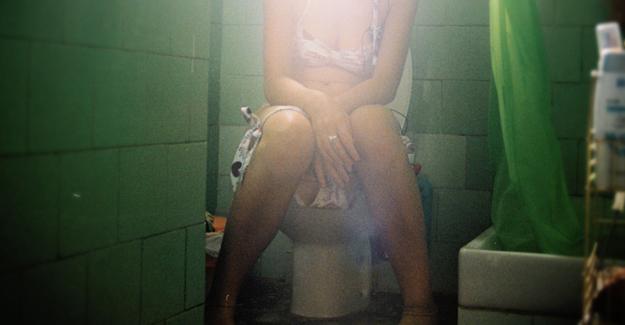 Genç Kız Kabız Olduğunu Sanarken, Gerçeği Tuvalete Gidince Anladı - 1