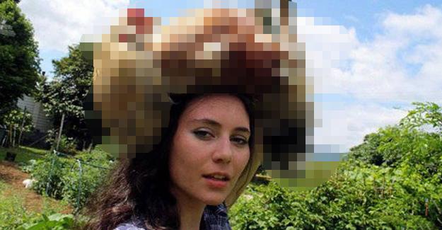 KIZIN KAFASININ ÜSTÜNE KOYUP FOTOĞRAF ÇEKTİRDİĞİ ŞEYİ GÖRENLER FENA DALGA GEÇTİ... - 1