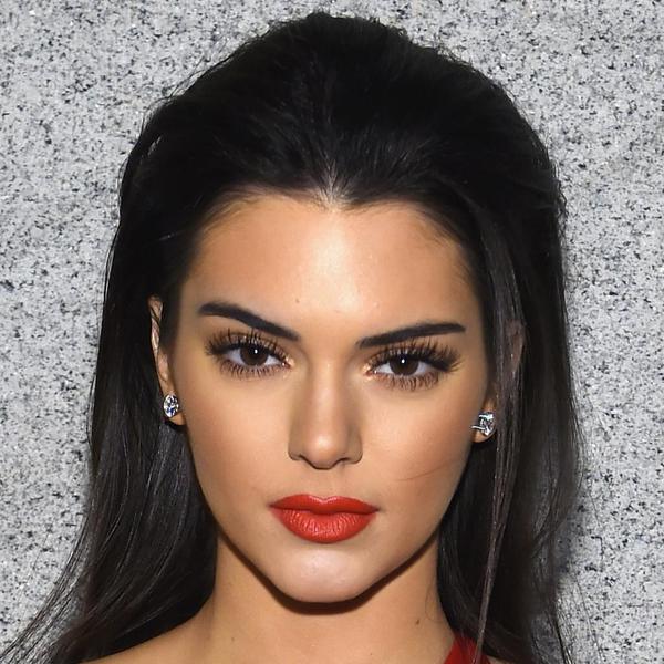 Kylie Ve Kendal Jenner'in Kıyafetleri Sosyal Medyayı Salladı! - 1