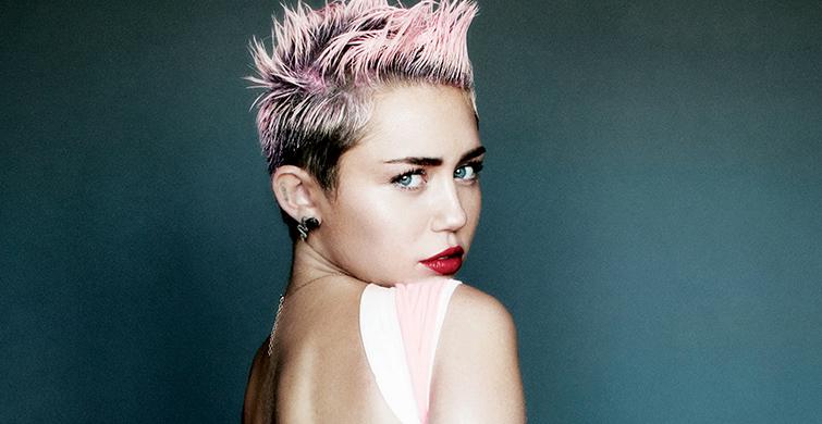 Miley Cyrus Küvet Pozuyla Olay Yarattı - 1