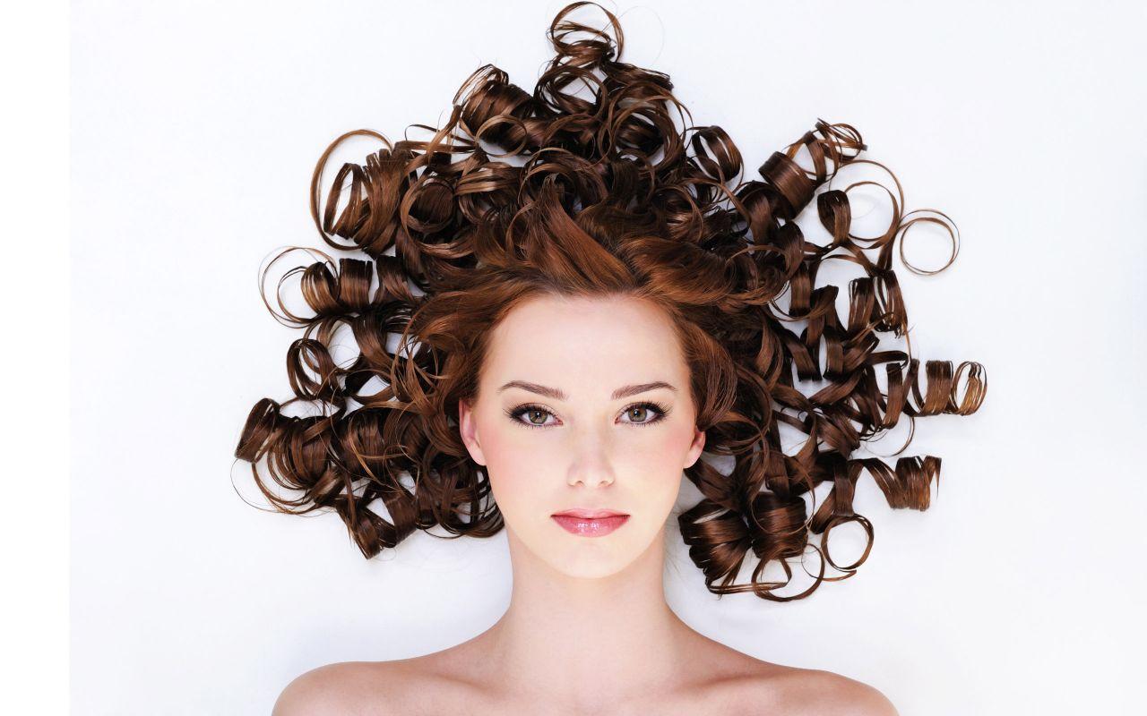 Saçlarını Kolayla Yıkadıktan 1 Saat Sonra... İnanılmaz Değişimi Fark Ettiniz mi? Gözlerinize İnanamayacaksınız! - 1