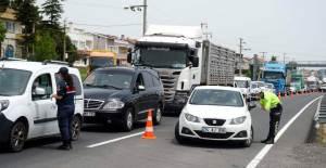 İstanbul'dan Kaçanlar Tekirdağ Girişinde Kilometrelerce Araç Kuyruğu Oluşturdu - 1