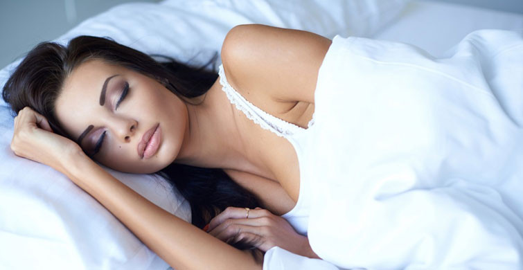 makyajı silmeden uyumanın zararları