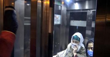 2 Kadın Metrobüs Asansöründe Kaldı