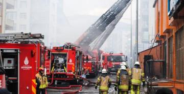 Ataşehir'de Mobilya Fabrikasında Korkutan Yangın!