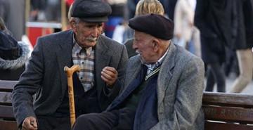 AYM'den Yaşlılık Aylığı Kararı: İşten Ayrılmak Gerekmeyecek