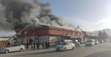 Denizli'de Tekstil Fabrikasında Korkutan Yangın