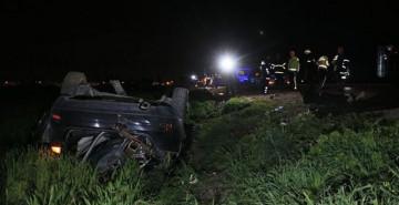 Elektrik Direğine Çarpan Araç Tarlaya Devrildi: 2 Ölü