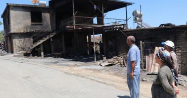 Adana'da Çıkan Yangından Geriye Küle Dönmüş Evleri Kaldı