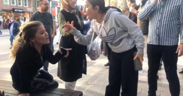 Babasına Şantaj Yapan Kadını Polis Gelene Kadar Tekme Tokat Dövdü