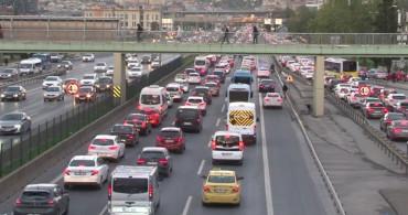 İstanbul'da Haftanın İlk İş Günü Kabusu! Trafik Yine Yüzde 65'i Gördü