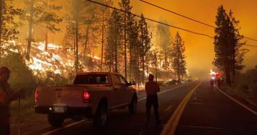 Kaliforniya Günlerdir Yanıyor! İtfaiye Araçları Alevlerin Arasından Geçiyor