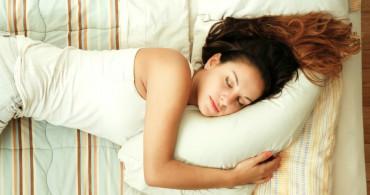 Uyurken Sol Tarafınıza Yatın! Kalp Krizi Riskini Azaltıyor