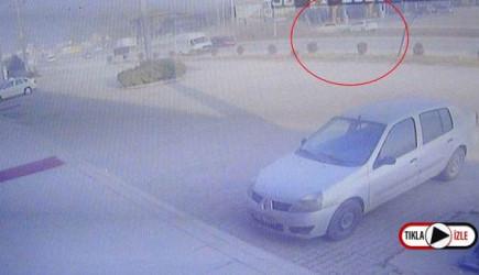 2 kişinin Hayatını Kaybettiği 3 Kişinin Yaralandığı Feci Kaza Kamerada