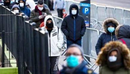 ABD'de Başkalarının Yerine Parayla Koronavirüs Test Sırasında Bekleniyor