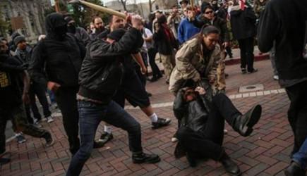 ABD'de Trump Yanlıları ve Karşıtları Arasında Arbede!