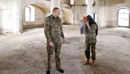 Aliyev ile Eşi, Harabe Camiye Ayakkabılarını Çıkarıp Girince Gönülleri Fethetti