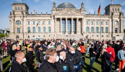 Almanya'da Tedbirler Geri Getiriliyor